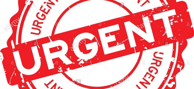 grunge-rosso-rotondo-urgente-la-guarnizione-in-gomma-timbro-su-sfondo-bianco-j82a77